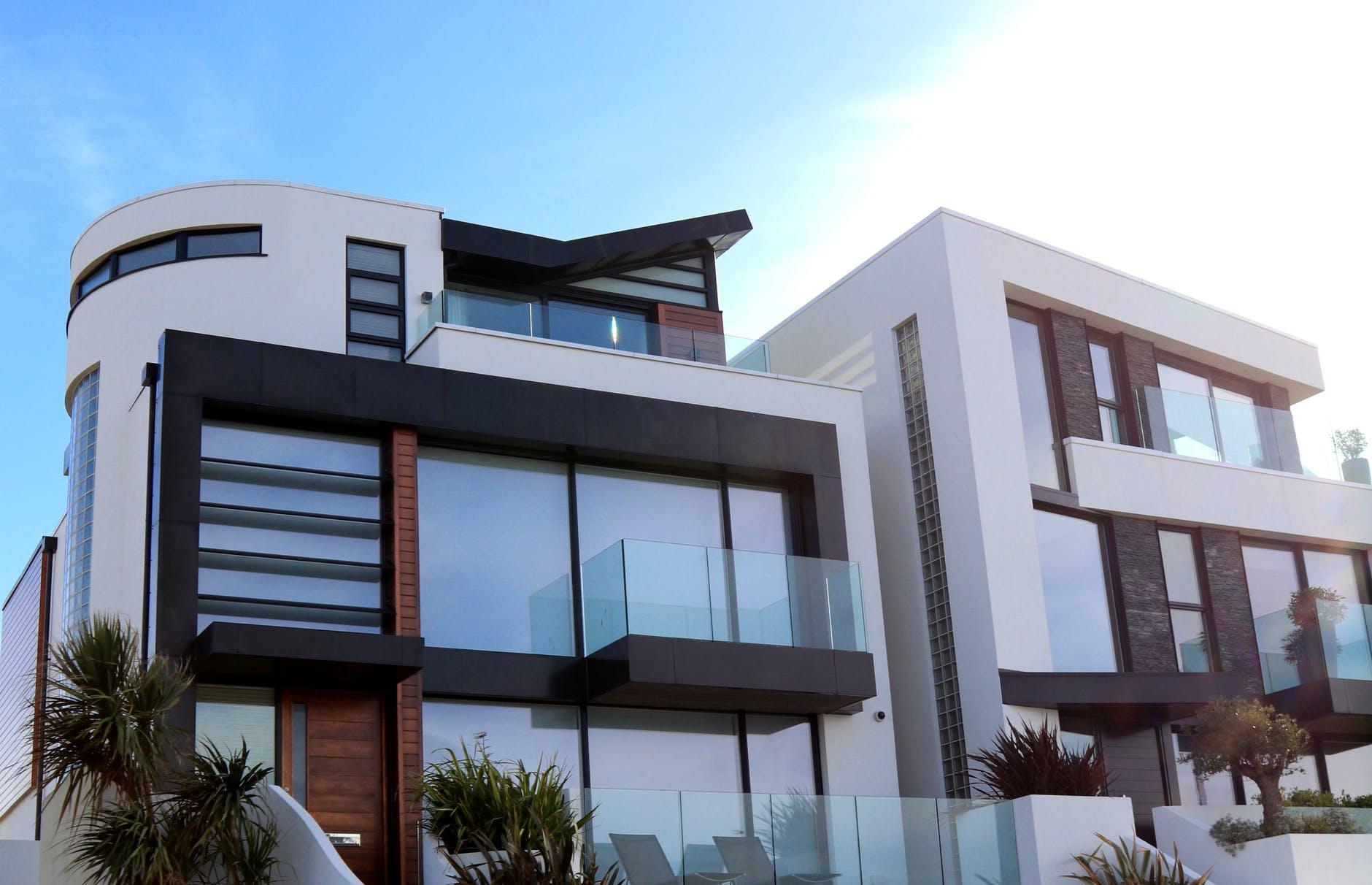 budova, dom, sklenené zábradli
