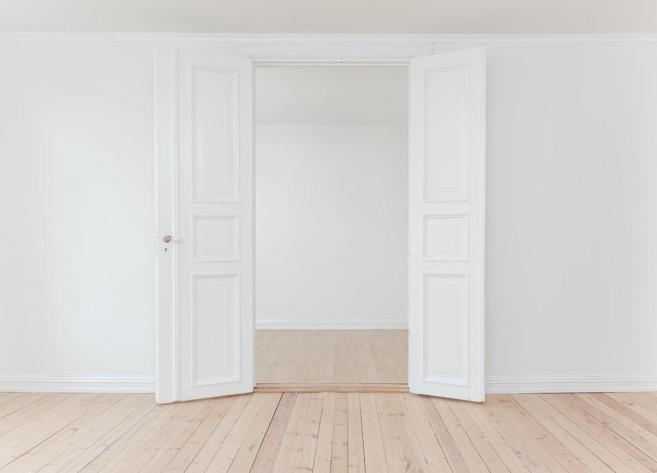 dvere, podlaha