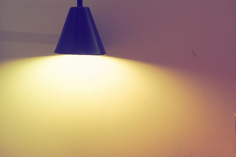 Lampa, stena, osvetlenie